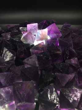 natural-crystal-forms-fluorite-octohedrons-a